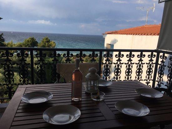 Ammoudi, Grecja: Вид из апартаментов на 3 этаже