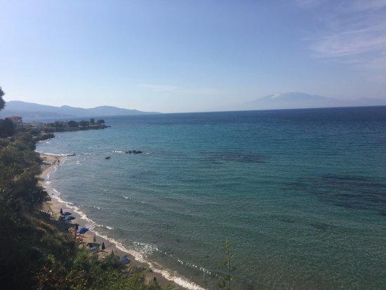 Ammoudi, Grecja: Вид на пляж с 3 этажа