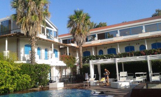Bellissima piscina con zona solarium piscina con scalini e poi a scalare picture of le dune - Hotel con piscina catania ...