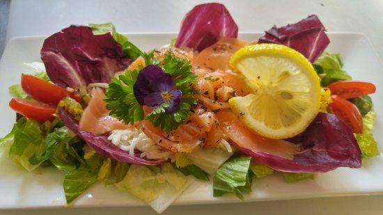 Eastman, Canada: Salade de céleri rémoulade et duo de saumon fumé et mariné