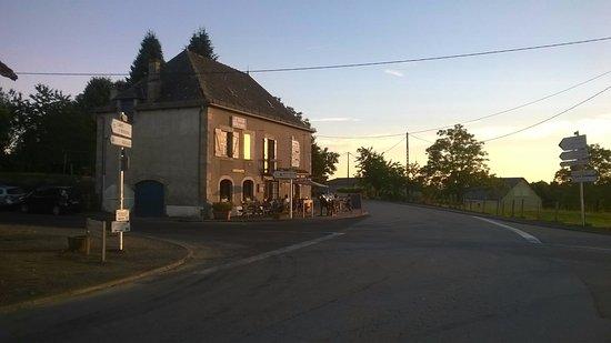 La Chapelle-Saint-Geraud, فرنسا: El restaurante La Vache qui Fume