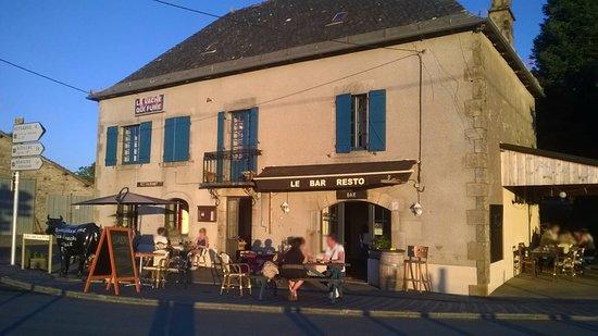 La Chapelle-Saint-Geraud, فرنسا: Vista de frente del Restaurante