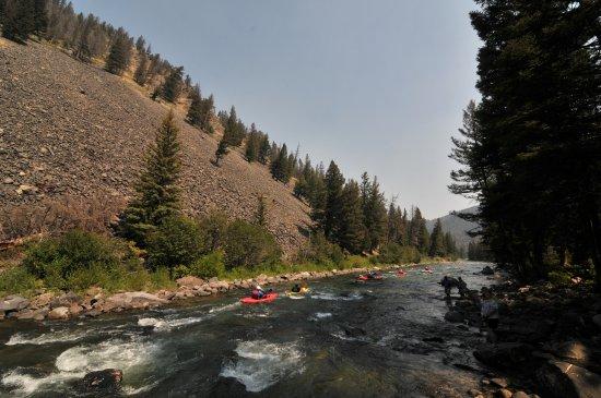 Биг-Скай, Монтана: Kayak trip on the Gallatin River with Geyser Whitewater Expeditions