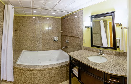 Wilmore, Кентукки: VIP Suite bathroom with whirlpool tub