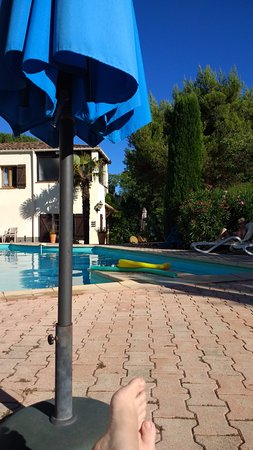 Murviel-les-Beziers, Francia: Quiet time at the pool!