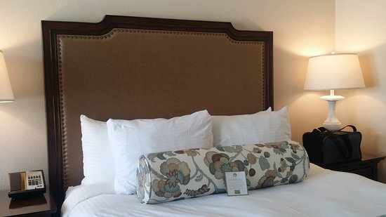 Whitefield, NH: comfortable queen bed