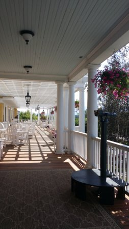Whitefield, NH: beautiful veranda, usually very busy
