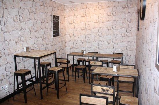 Gradignan, France: salle de dégustation du fond