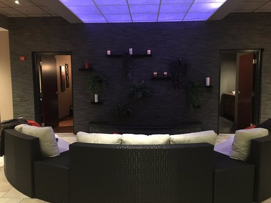 Mechanicsburg, Pensilvania: Enjoy the Relaxation Room with Chromatherapy (and a glass of wine!)