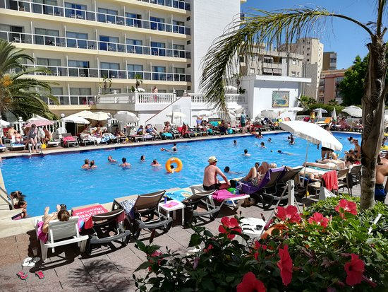 Piscina hotel griego picture of marconfort griego hotel for Piscina torremolinos