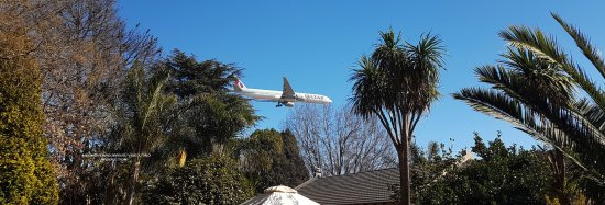 Birchwood Hotel: Area from the grounds the Johannesburg airport is close as you can see Quatar airlines arriving