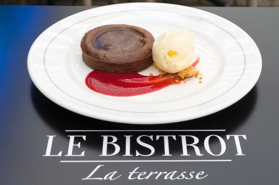 Tarte «minute» au chocolat, sorbet aux fruits de la passion