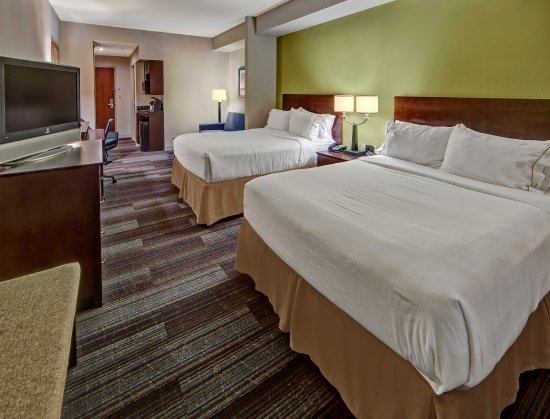 Cookeville, TN: Two Queen Bed Suite
