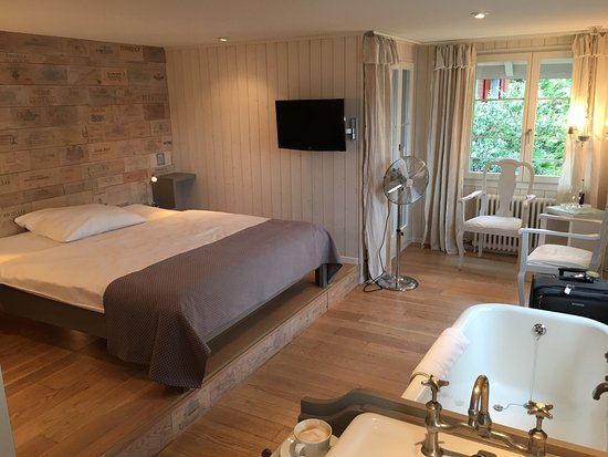 Boutique Hotel Schluessel: Boutique Hotel Schlussel at Beckenried. Short stroll to township and ferry terminal.