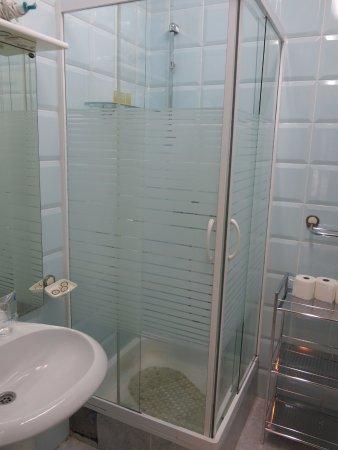 Apart Hotel Kukoljac: Bathroom