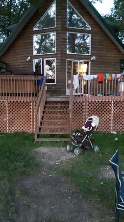 The Narrows, Canada: Deck with hot tub and bbq