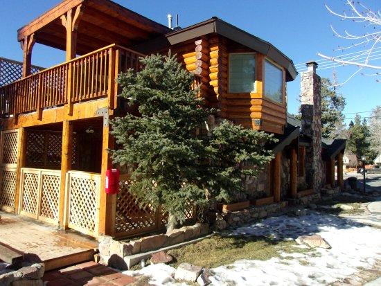 Entrance - Picture of Embers Lodge and Cabins, Big Bear Lake - Tripadvisor