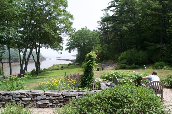 Georgetown, ME: The view from the porch onto the grounds and cove