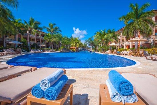 Pool - Picture of Infinity Bay Spa and Beach Resort, Roatan - Tripadvisor