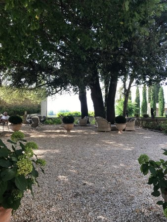Villa di Piazzano: A lovely place to have a drink before dinner