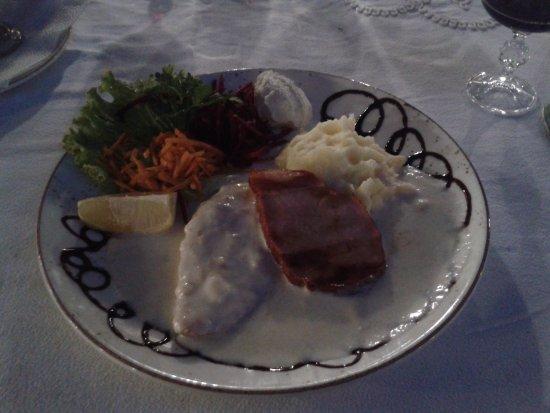 Manastirska Magernitza: pollo e maiale con salsa di formaggi