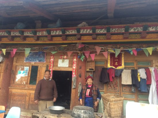 Shangri-La County, China: Extremely friendly locals on the north side of the lake
