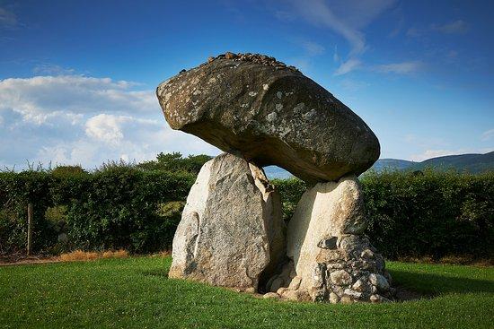 Dundalk, İrlanda: The magnificent Proleek Portal Tomb.
