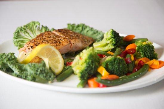 Brooksville, FL: Grilled Salmon & Garlic Steamed Vegetables