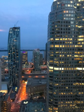 One King West Hotel & Residence: Room 4012, facing Lake Ontario