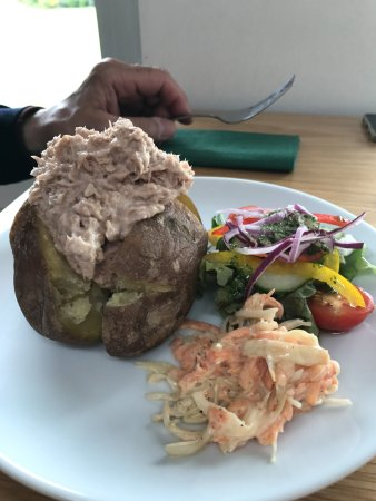 The Waterfront Restaurant: Patata con tonno e mayonnaise