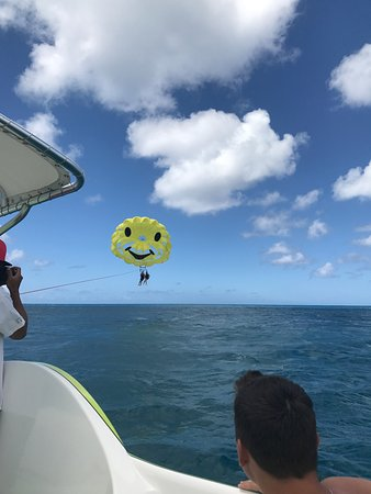H2O Sports Hawaii - Seabreeze Watersports: Parasailing