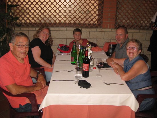 Sant'Agnello, إيطاليا: Dining at Moonlight with our family