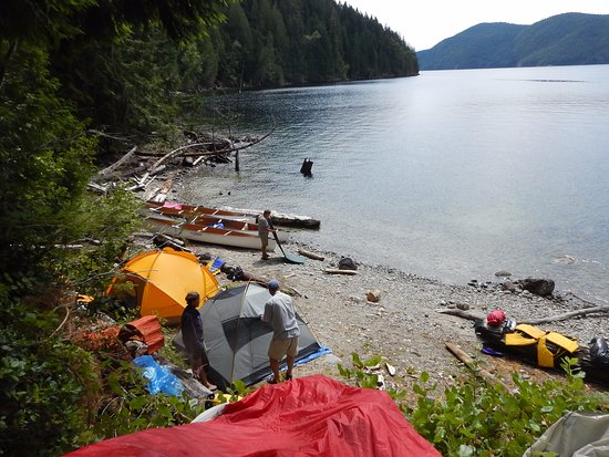 Powell River, Canadá: camping site on Powell Lake