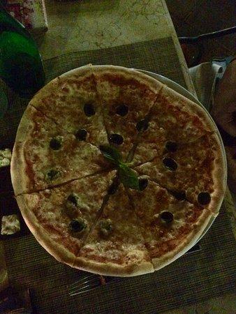 Giorgio Italian Ristorante Pizzeria: Pizza
