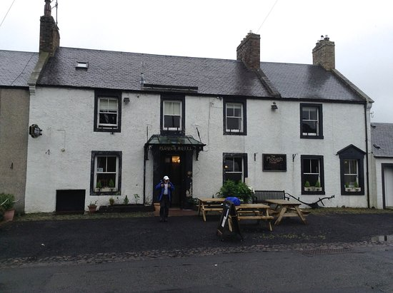Yetholm, UK: Plough Hotel (cleared of ivy)