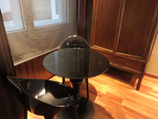 Hotel Claris: Small plastic chair and table, made opening the cupboard behind difficult.