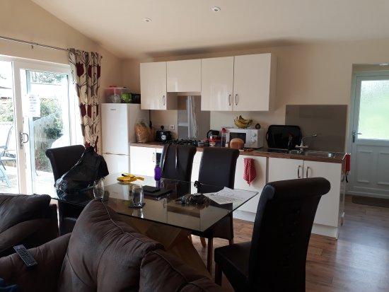 Yelland, UK: The kitchen/dining area