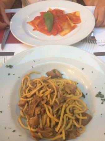 Vineria Il Chianti: Pâtes fraiches aux champignons et raviolis