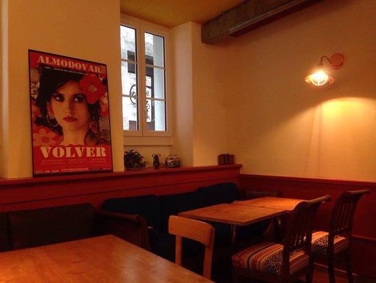 Morges, Svizzera: Une atmosphère chaleureuse, du beau mobilier et de l'excellente musique.
