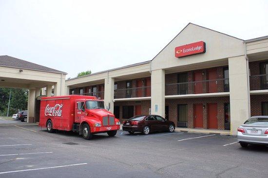 Henderson, NC: Hotel exterior