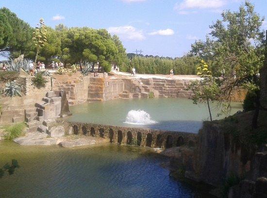Servian, France: Vue sur le jardin