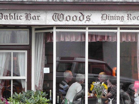 Dulverton, UK: Woods Bar and Retsuarant.