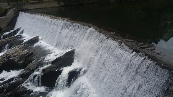Quechee, Vermont: the mill dam