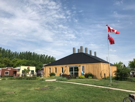 Portage la Prairie, Kanada:  Visitor's information, Portage Tourism Centre, and Main Museum Gallery