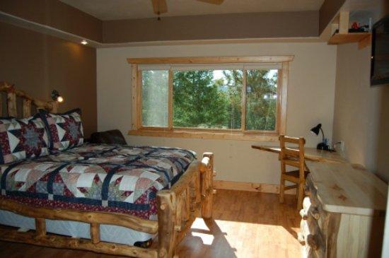Woodland Park, CO: Angler Cove Left side Bedroom