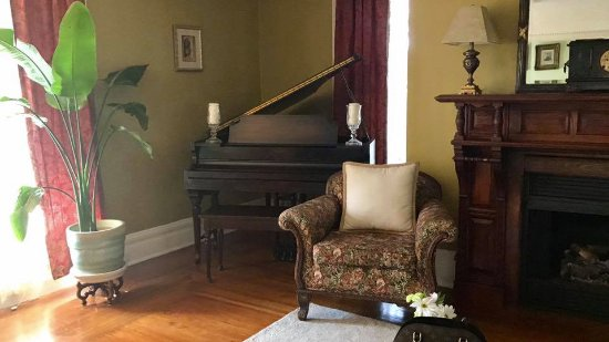 East Marion, NY: Living Room