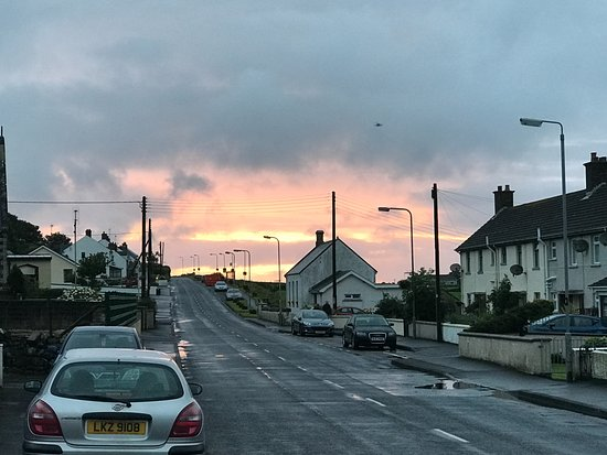 Ballycastle, UK: Sunset outside of the Fullerton Arms