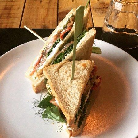 Bastia Umbra, إيطاليا: Seppia scottata e club sandwich di salmone