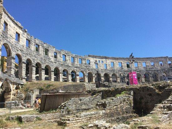 مدرج أرينا بـ بولا: Amphithéâtre de Pula