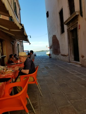 Martellago, Italien: View from our table.